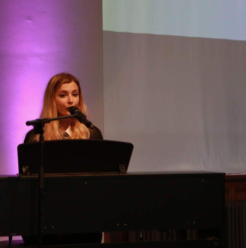 Maya Morris performing at the event